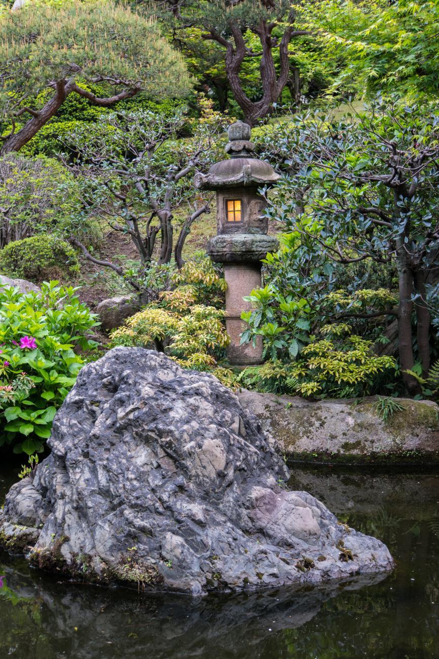 Japenese lantern in garden.jpg